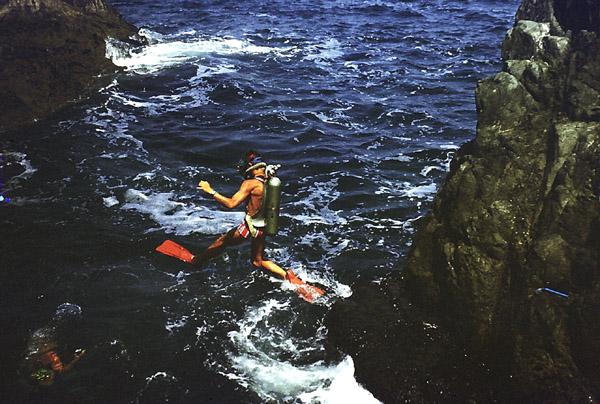 skok do wody z brzegu
